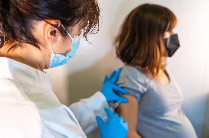 Sicurezza dei vaccini a mRNA in gravidanza