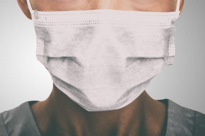 Mascherine chirurgiche, vedersi fa la differenza