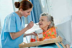 Aiutare il paziente nell'assunzione del pasto