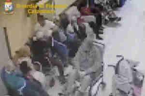 Maltrattavano anziani in casa di riposo, arrestati 2 Oss