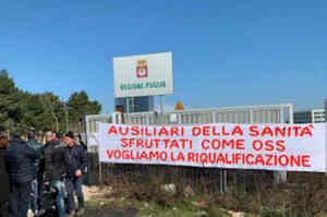 Puglia, protesta ex ausiliari sanità: vogliamo solo lavorare