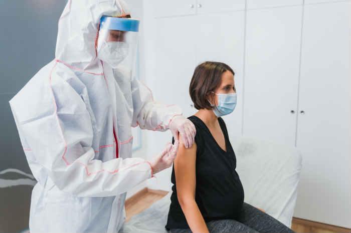 Vaccino in gravidanza e allattamento: cosa c'è da sapere