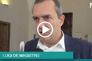 De Magistris agli infermieri: A Napoli è tutto più difficile