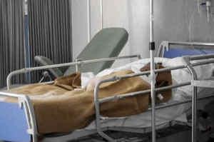 Formiche in ospedale a Napoli, sospesi due infermieri
