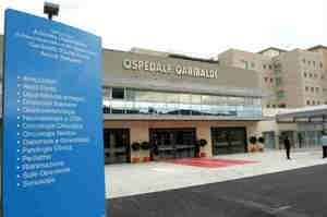 Catania, due infermieri trasferiti di reparto perché uomini