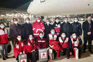 Roma, atterrati dalla Cina medici e infermieri specializzati