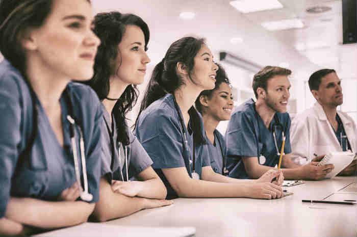 Test ammissione 2020, il 33% delle domande è per infermiere