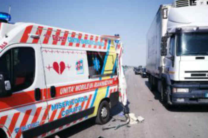 tir contro ambulanza