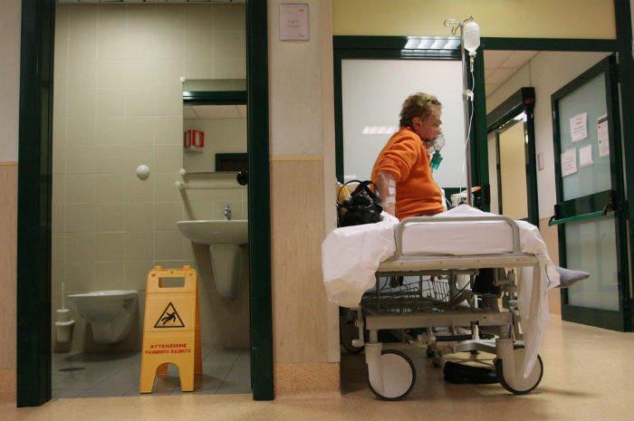 paziente in barella