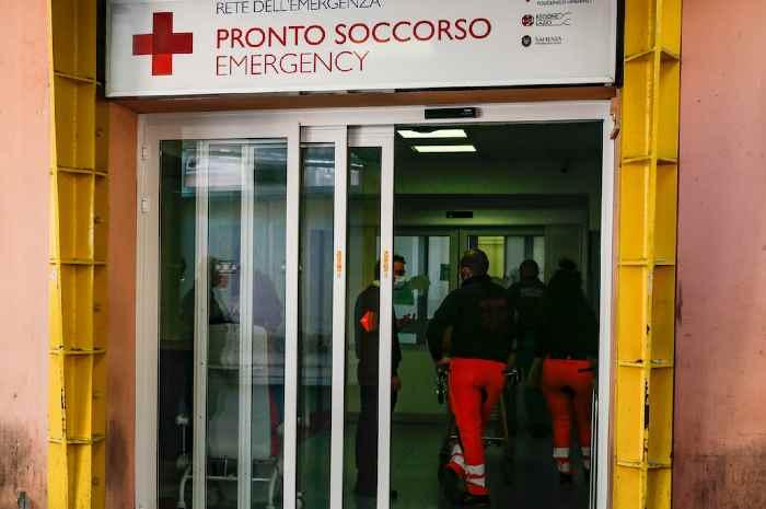 Assalto no green pass all'Umberto I, feriti 3 infermieri