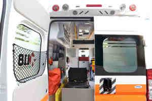 Napoli, sequestrano ambulanza per soccorrere l'amico centauro