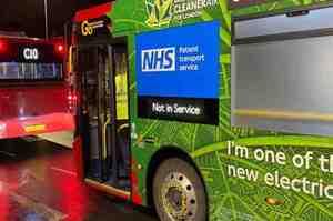 Epidemia fuori controllo, a Londra i bus diventano ambulanze