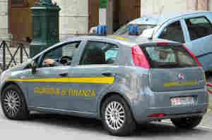Esercitava abusivamente, denunciato falso oculista a Napoli
