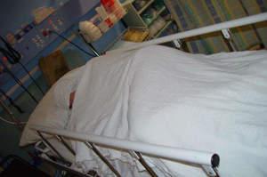 Paziente cade dal letto e muore, indagata solo l'infermiera
