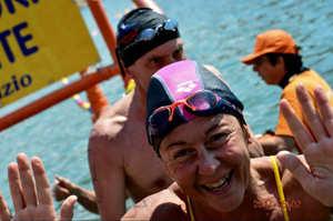 L'infermiera che nuota tra le acque plumbee di Loch Ness