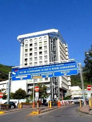 Ospedale Ruggi di Salerno a rischio. Morto 42 enne