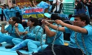Perù, infermieri in sciopero: rivendicano migliori condizioni di...